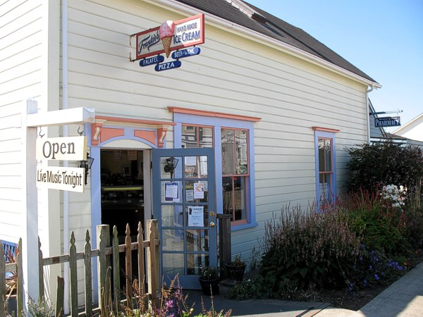 Mendocino Village: Accessible Nature Getaways on the Mendocino Coast and Northern California